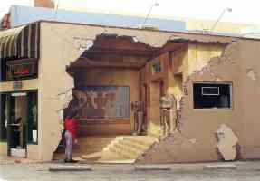 john pugh optical illusion egyptian tomb in restaurant